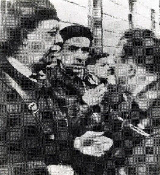 Андре Марти (слева) беседует с Луиджи Лонго, дидером итальянской коммунистической партии. Фото: 1937 г.