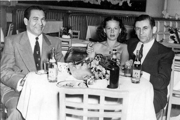 Батиста (слева) и Мейер Лански с женой в Гаване. Фото: 1933 г.