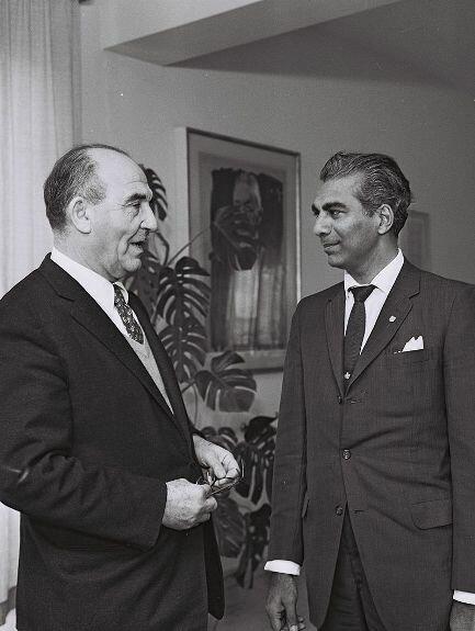 Встреча Чедди Джаган (справа) и Леви Эшколе в ходе официального визита в Израиль. Фото: 12 апреля 1961 г.