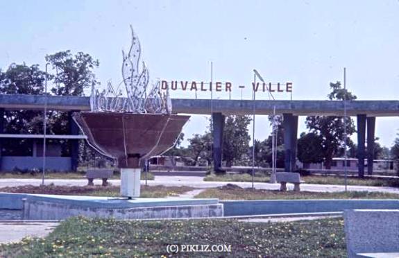 Вход в Дювальевиль