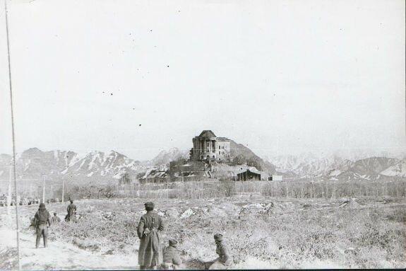 Дворец Амина со стороны правого крыла после штурма, 27 декабря 1979 г.