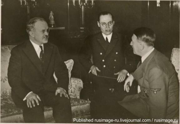 Встреча Гитлера и наркома иностранных дел СССР Молотова, Берлин. Фото: 1939 г.