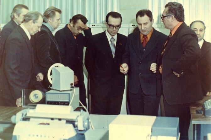 В. М. Глушков (в центре) на встрече в Туле с главными конструкторами АСУ оборонных предприятий. ОГАС не погас! 1980 год