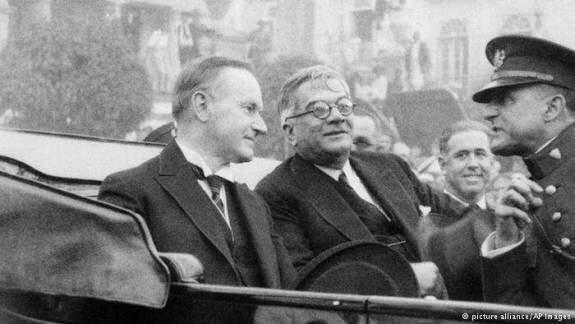 Херардо Мочадо (в центре) принимает президента США Калвина Кулиджа (слева). Фото: 17 января 1928 г.