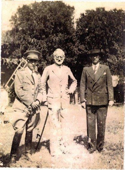 Х. Буш (крайний слева) во время Чакской войны. Фото: 1937 г.