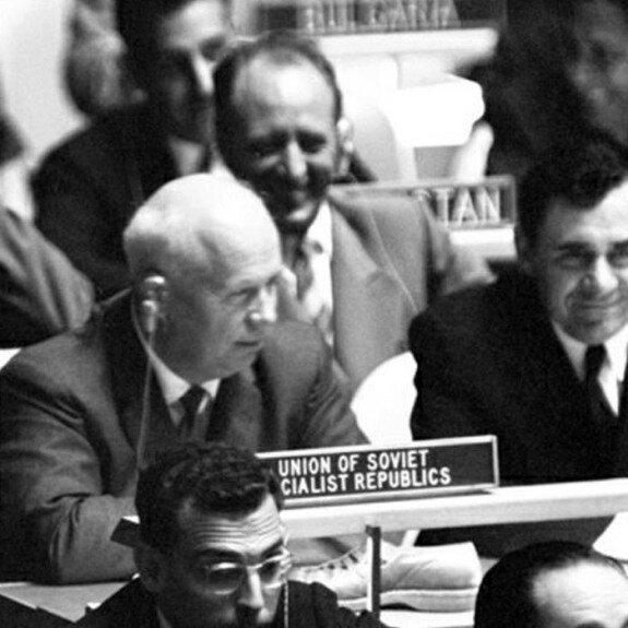 Хрущев на заседании 15 ассамблеи ООН, 12 октября 1960 г.