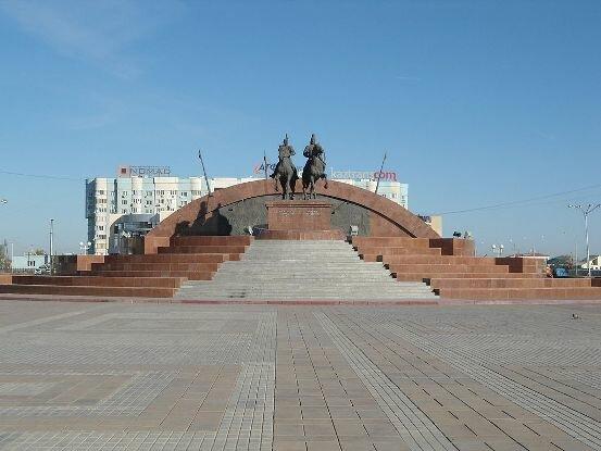 памятник Тайманову и Утемисову