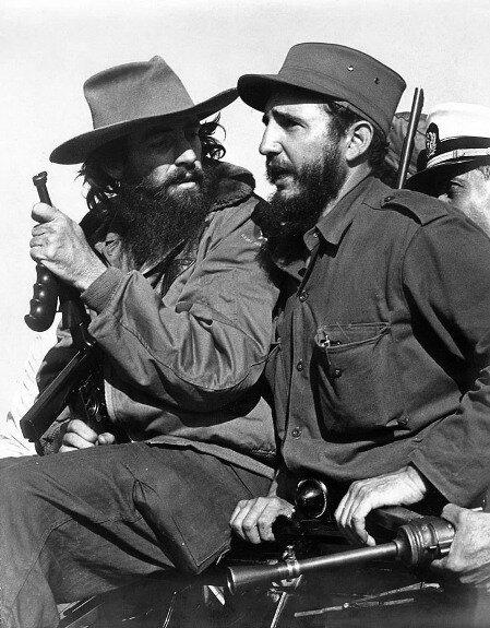 Фидель Кастро и Камило Сьенфуэгос в горах Сьерра-Маэстро. Фото: 1959 г.