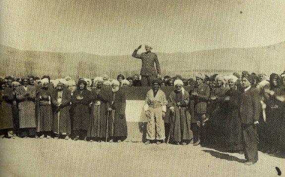 Кази Мухаммед провозглашает Мехабадскую республику, 1946 г.