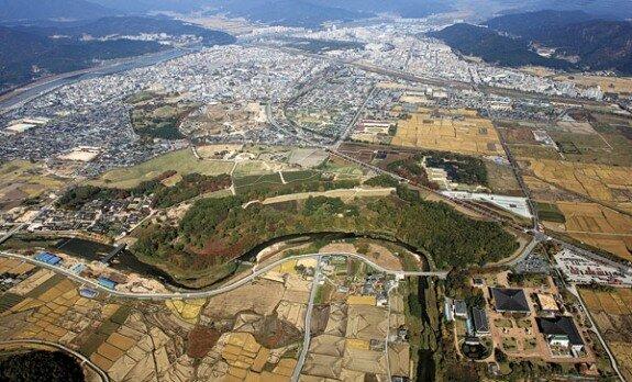 Вид на Кёнчжу с воздуха. Просматривается регялрная планировка города