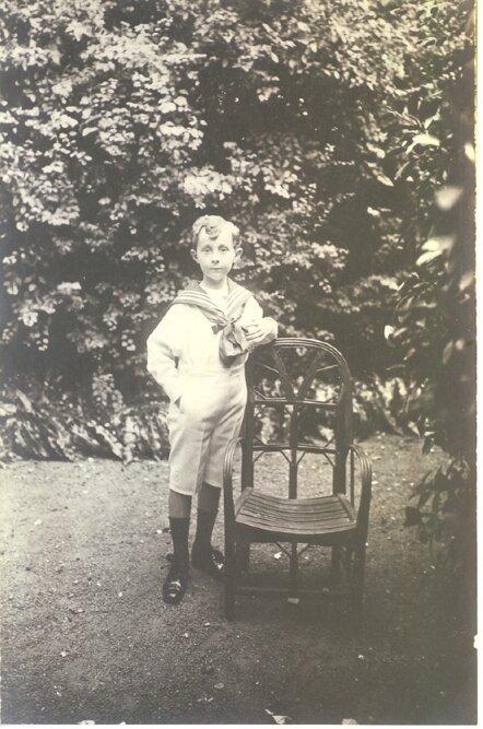 Детский снимок Кристиана Диор