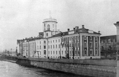 здание Кунсткамеры в Петербурге