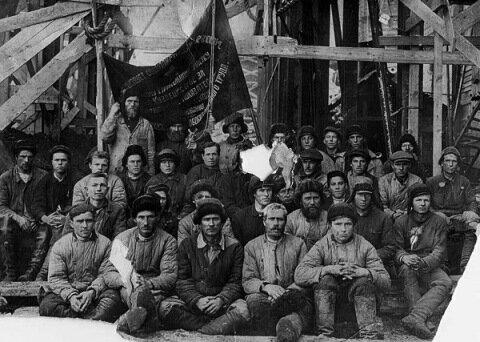 1931 г. Лучшая бригада на строительстве Кузнецкого металлургического комбината, г. Новокузнецк.