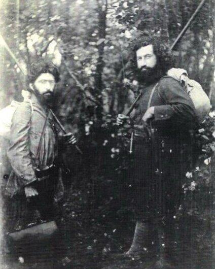 Мирза Кучек-хан и его соратник, доктор Хешмат. Фото 1920 г.