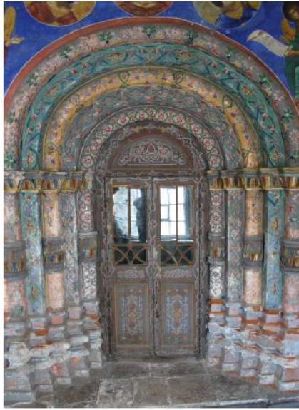 Портал церкви св. Николы Надеина, выходящий в южную галерею