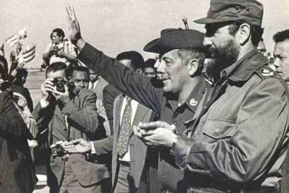 Омар Торрихос (слева) и Фидель Кастро