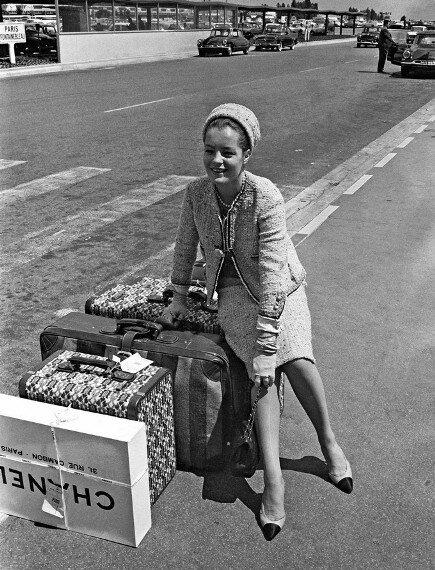 Актриса Роми Шнайдер в костюме от Шанель, 50-е гг.