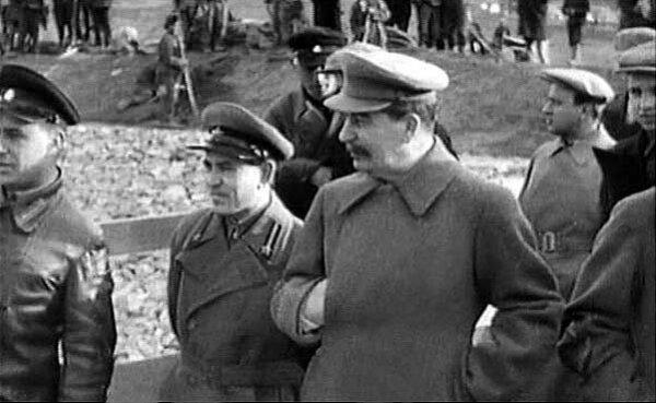 Сталин на строительстве канала Москва-Волга. Канал строился заключенными ГУЛАГа. Фото 20-х гг.