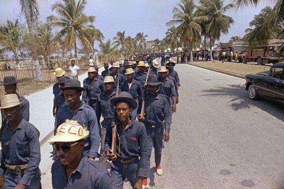 Тонтон-макуты в Порт-о-Пренс