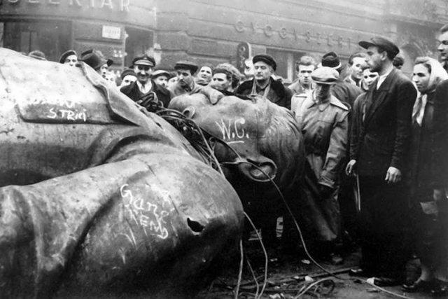 Какая система руководства наиболее сильно процветала при сталине бюрократия