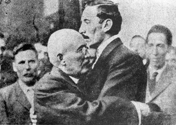 Викториано Уэрта (слева) и Паскуаль Ороско (справа). Фото: 1913 г.
