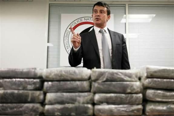 Пресс-конференция относительно найденного в самолете кокаина