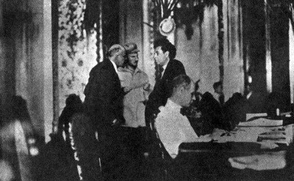 Зиновьев (справа) с Лениным и Бухариным на II конгрессе Коминтерна. Фото: 1920 г.