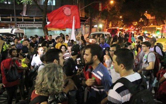 Акция протеста на улицах Рио-де-Жанейро против Олимпиады - 2016 в Бразилии