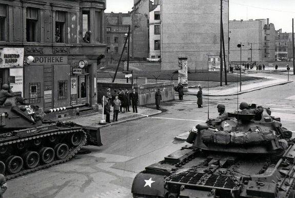 Американские танки на улицах Берлина, октябрь 1961 г.
