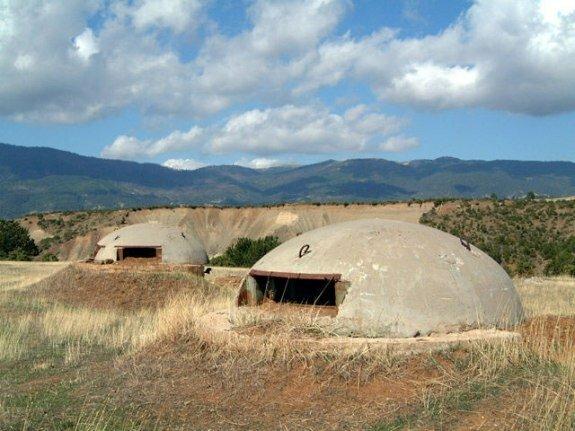 Бетонные бункеры в Албании