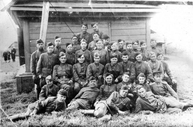 бойцы партизанского отряда