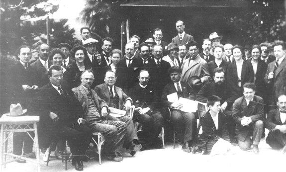 Члены советской делегации на Генуэзской конференции. Фото: апрель 1922 г.