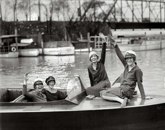 Девушки на катере. Фото: 1927 г.