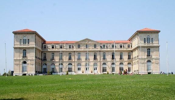 Пале-дю-Фаро, вид со стороны сада
