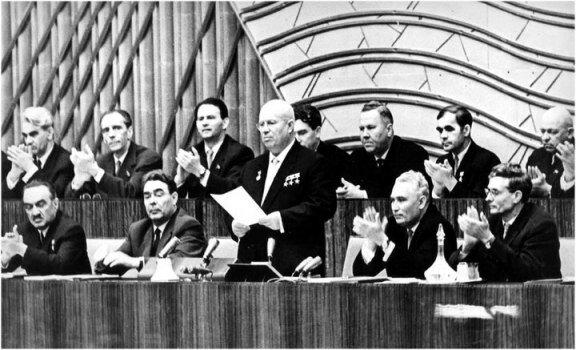 Хрущев выступает на ХХ съезде КПСС