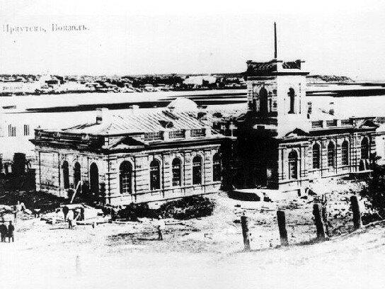 здание вокзала в Иркутске
