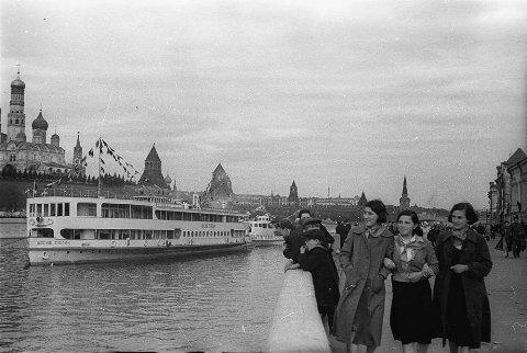 Теплоход «Иосиф Сталин» первый раз пришел в Москву по только что открытому каналу «Москва-Волга» в мае 1937 года.