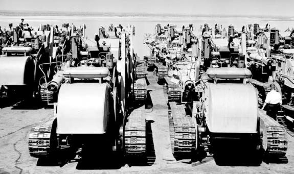 Комбайны «СКГ-3» Хабаровского завода «Дальдизель» перед отправкой на Кубу. Хабаровск