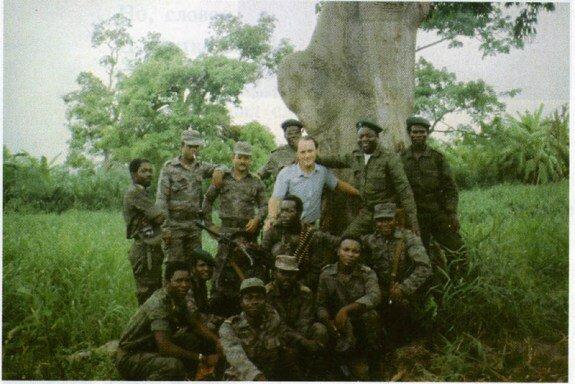 Кубинские милитаристы и русский инструктор в ходе войны за Огаден. Фото: 1977 г.