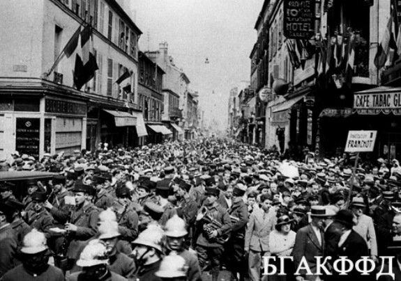 Манифестация сторонников народного фронта на улице Шуази в Париже. Фото: 28 июня 1936 г.