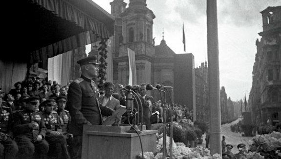 Маршал Конев в Праге. Фото: 1940-е гг.