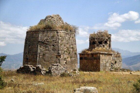 Мавзолей Кара Юсуфа. Село Ваноца (Джиджимли), Азербайджан. Copyright http://vahemart.livejournal.com/