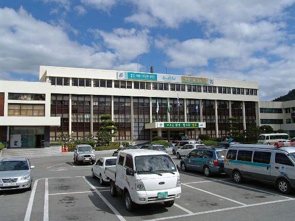 Здание мэрии в центре Кёнчжу
