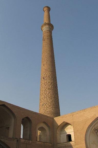 Минарет Али в Исфахане, Иран. XII в.