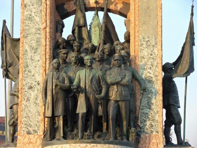 монумент Республика