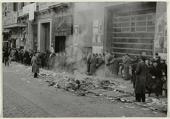 Очередь на улице за хлебом, Барселона. Фото: 29 января 1939 г.