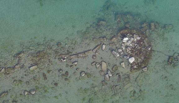 Остатки фортификационных сооружений в бухте Амбелаки, Греция
