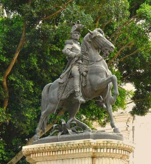 Памятник Ф. Морасану на центральной площади столицы Гондураса Тегусигальпы