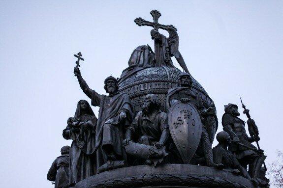Памятник «Тысячелетие России», Великий Новгород, 1862 г. На нем есть изображения первых русских князей