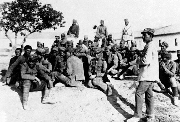 пленные греческие солдаты